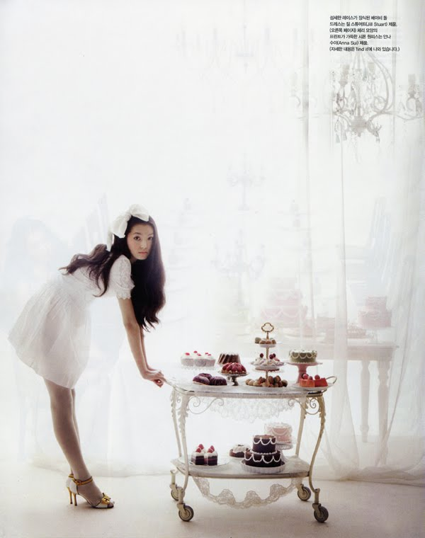 Alice in Wonderland Vogue Girl Korea