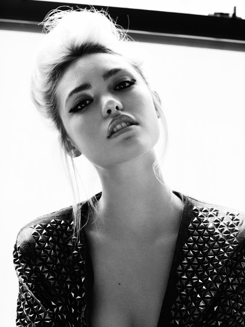 Summertime Babe Cora Keegan by Frida Marklund for Fashion Gone Rogue