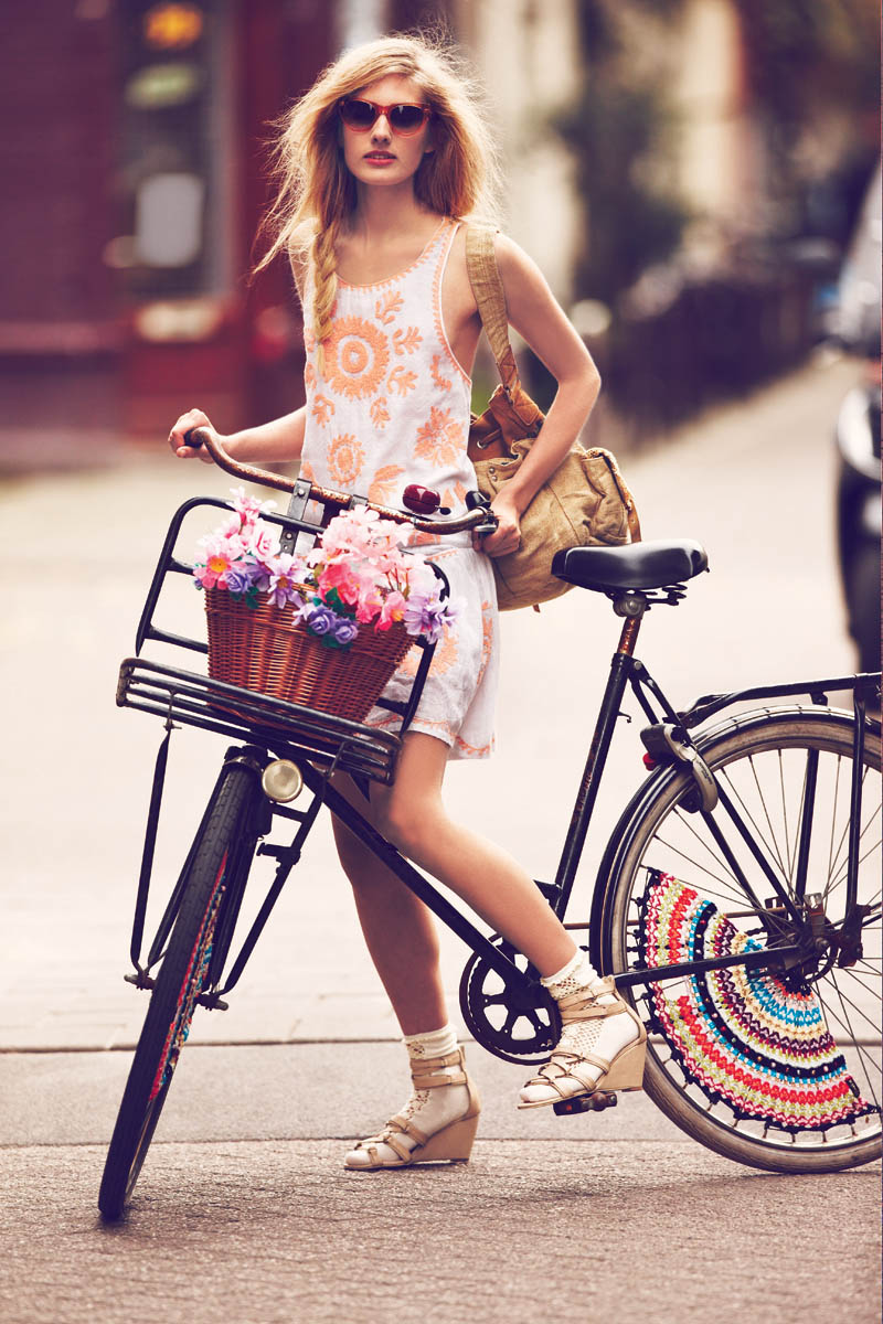 Girls on bikes by Guy Aroch for Free People 4