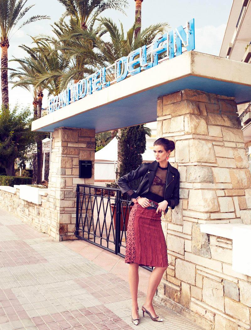 Rianne ten Haken in Retro Fitted by Xavi Gordo for Elle Spain March 6