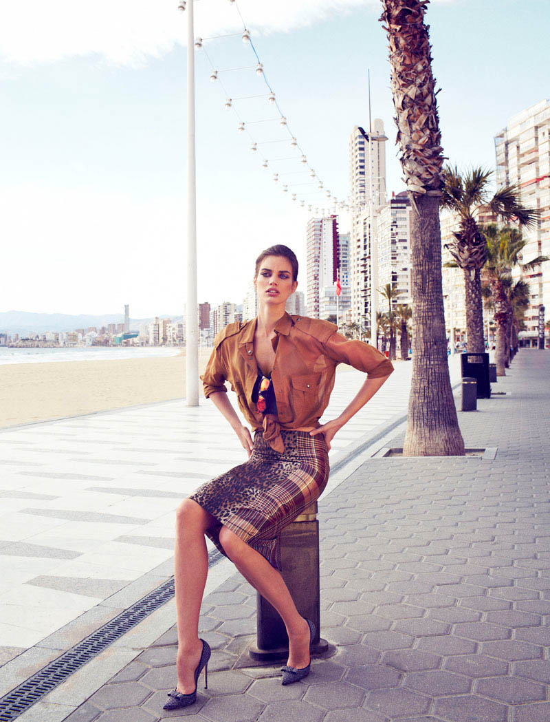 Rianne ten Haken in Retro Fitted by Xavi Gordo for Elle Spain March 7