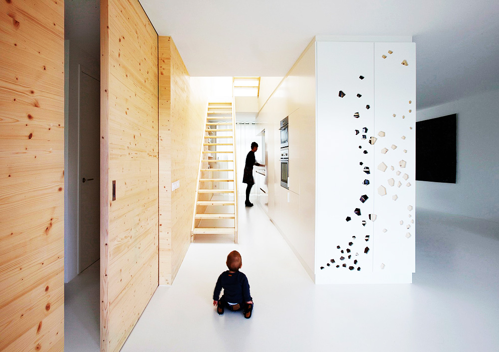 White and wood Amsterdam apartment by i29 architects 2