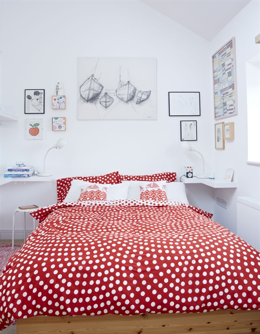 Colorful creative home in England 8