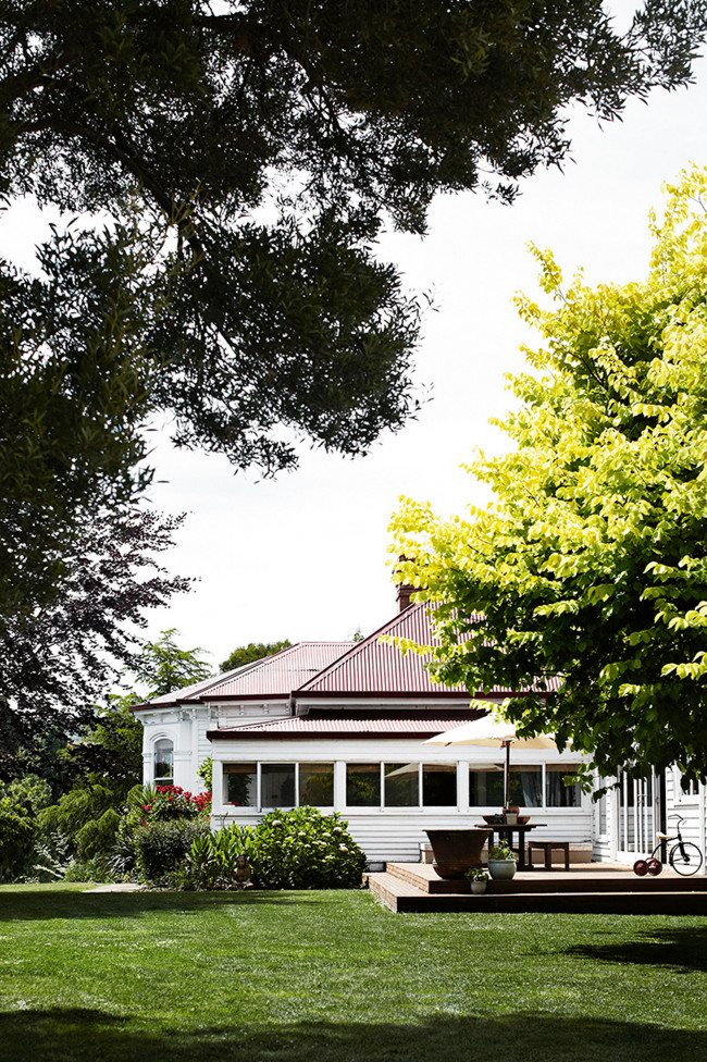 A romantic country home in Tasmania 5