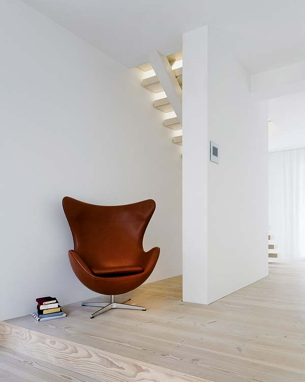 Old factory in Berlin becomes spacious living space 8