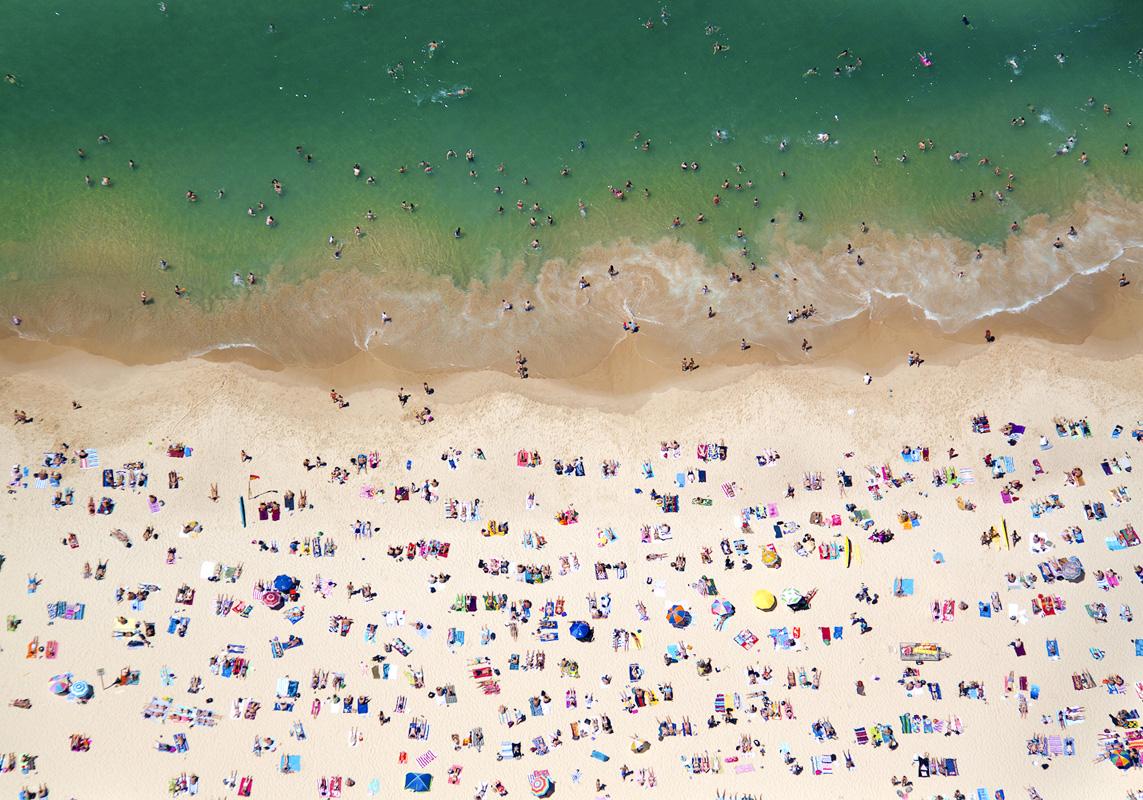 Gray Malin A La Plage A La Piscine coogee-beach-horizontal
