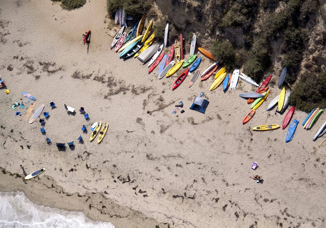 Gray Malin A La Plage A La Piscine malibu-kayaks
