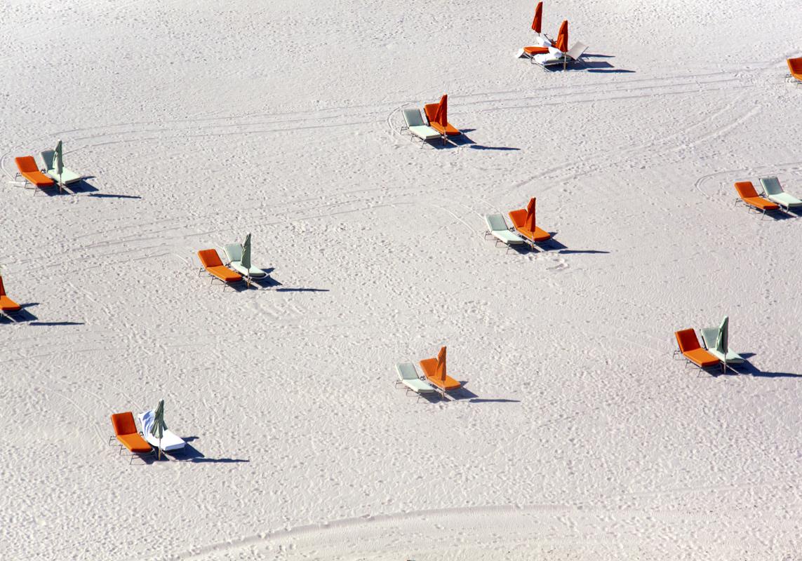 Gray Malin A La Plage A La Piscine miami-beach-orange-chairs