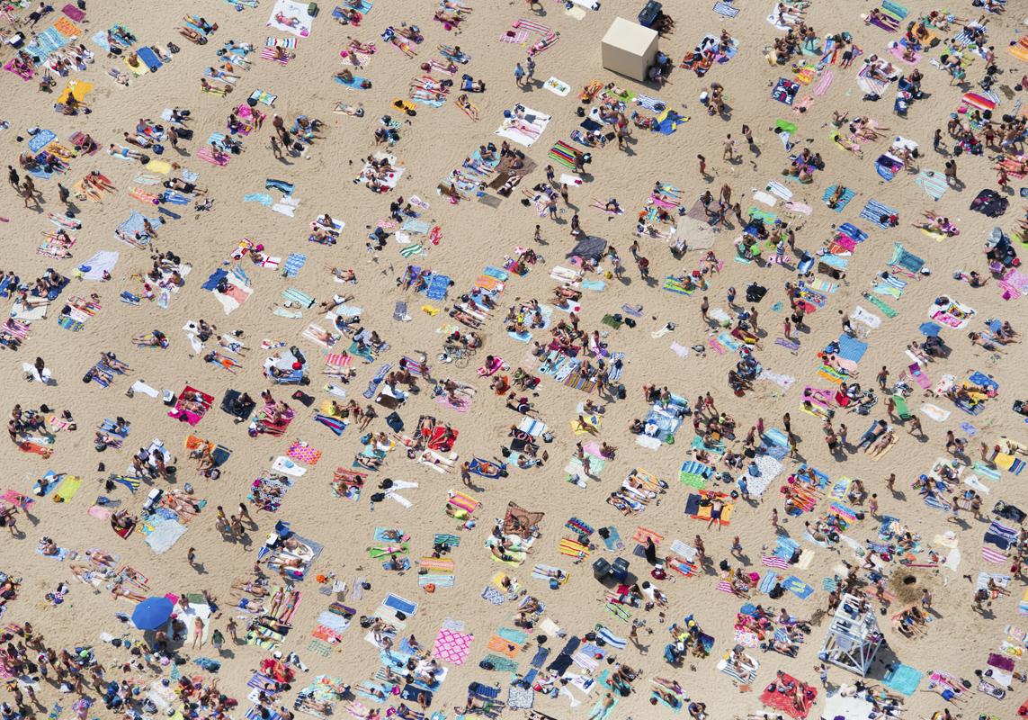 Gray Malin A La Plage A La Piscine north-avenue-beach-crowded
