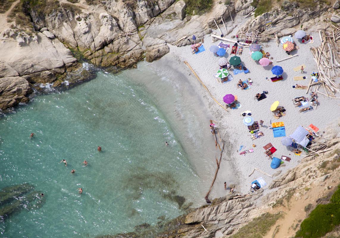 Gray Malin A La Plage A La Piscine st-tropez-secret-beach