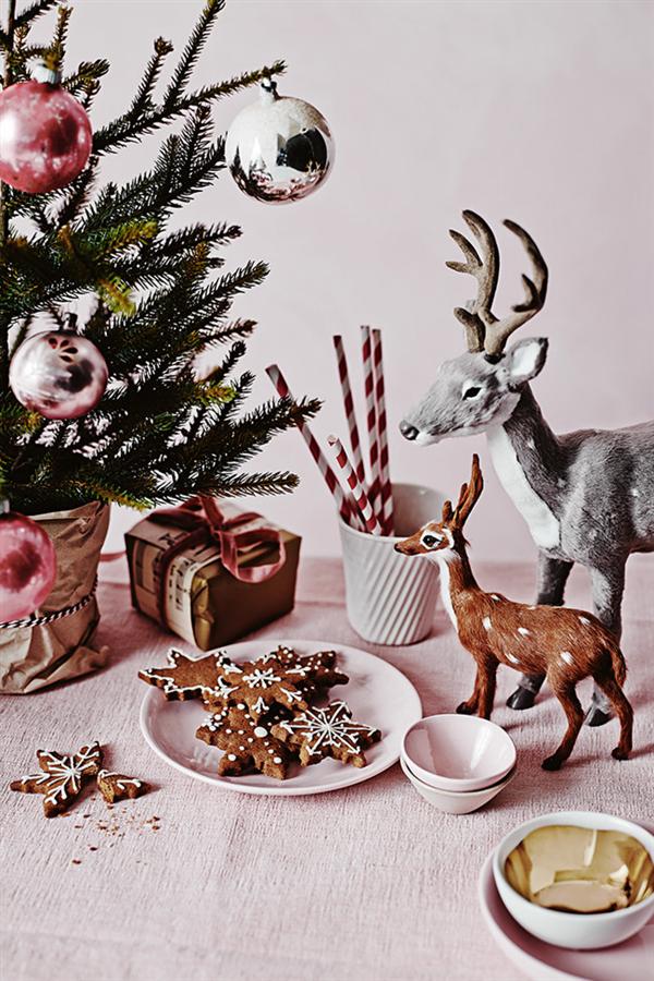 Pink linen Christmas decoration 2
