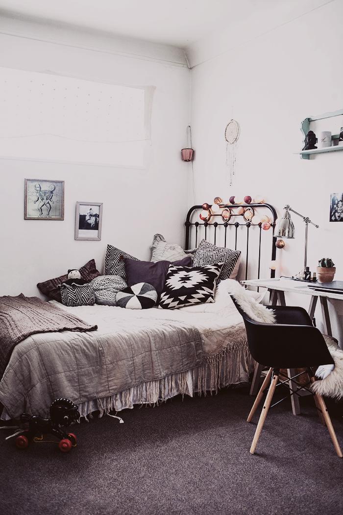 Jelanie blog - The romantic Paris home of Anna Malmberg 1