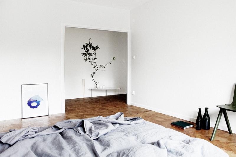Jelanie blog - Minimalist bedroom in grey 1