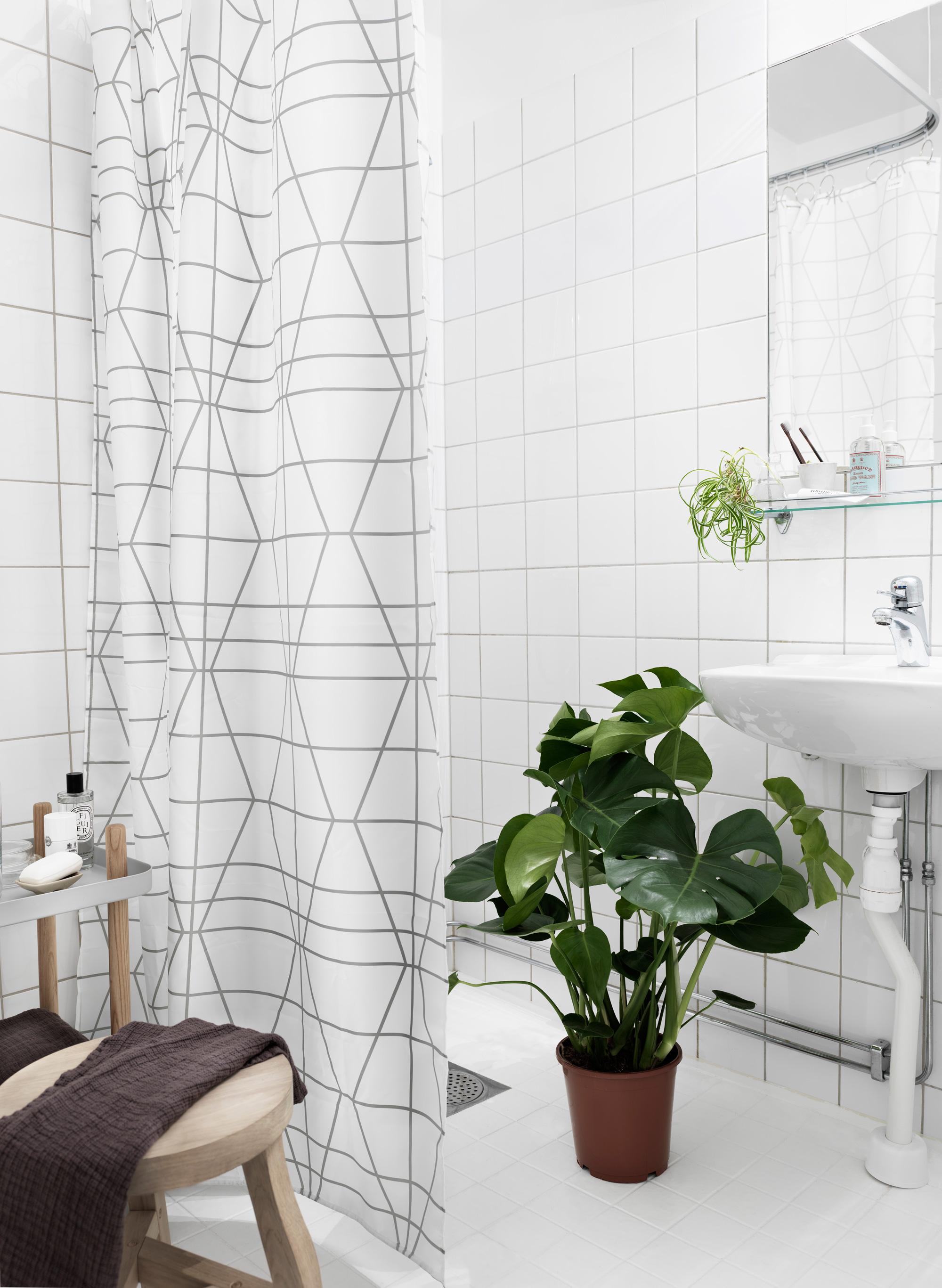 Jelanie blog - Black wall and a shade of pink 10 bathroom