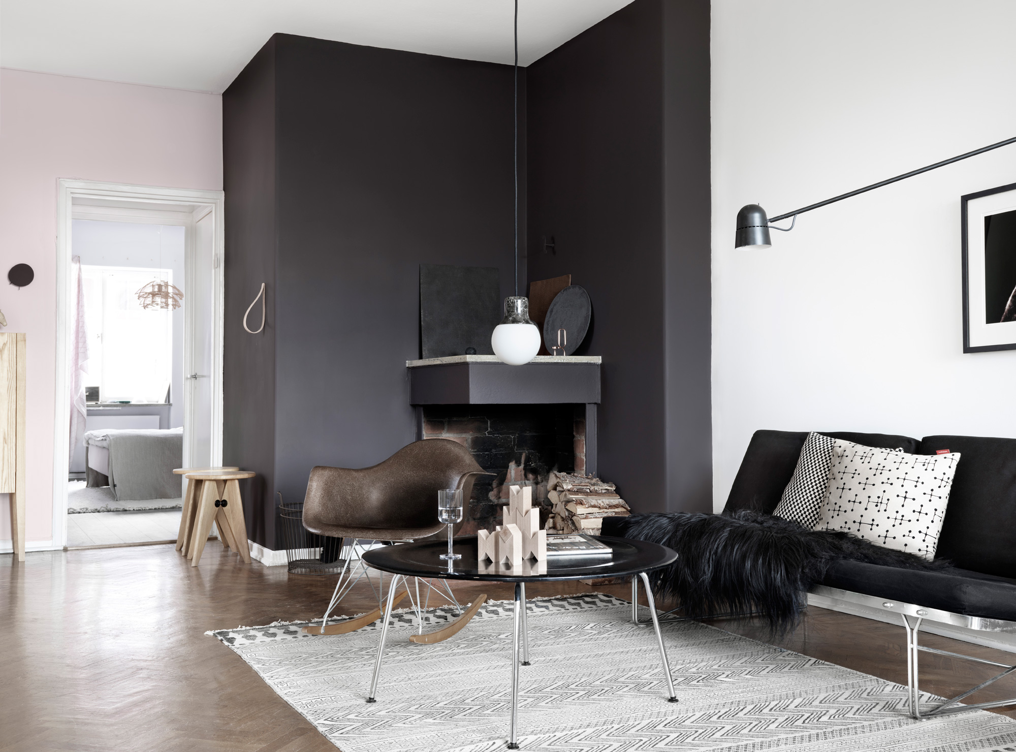 Jelanie blog - Black wall and a shade of pink 2 living room