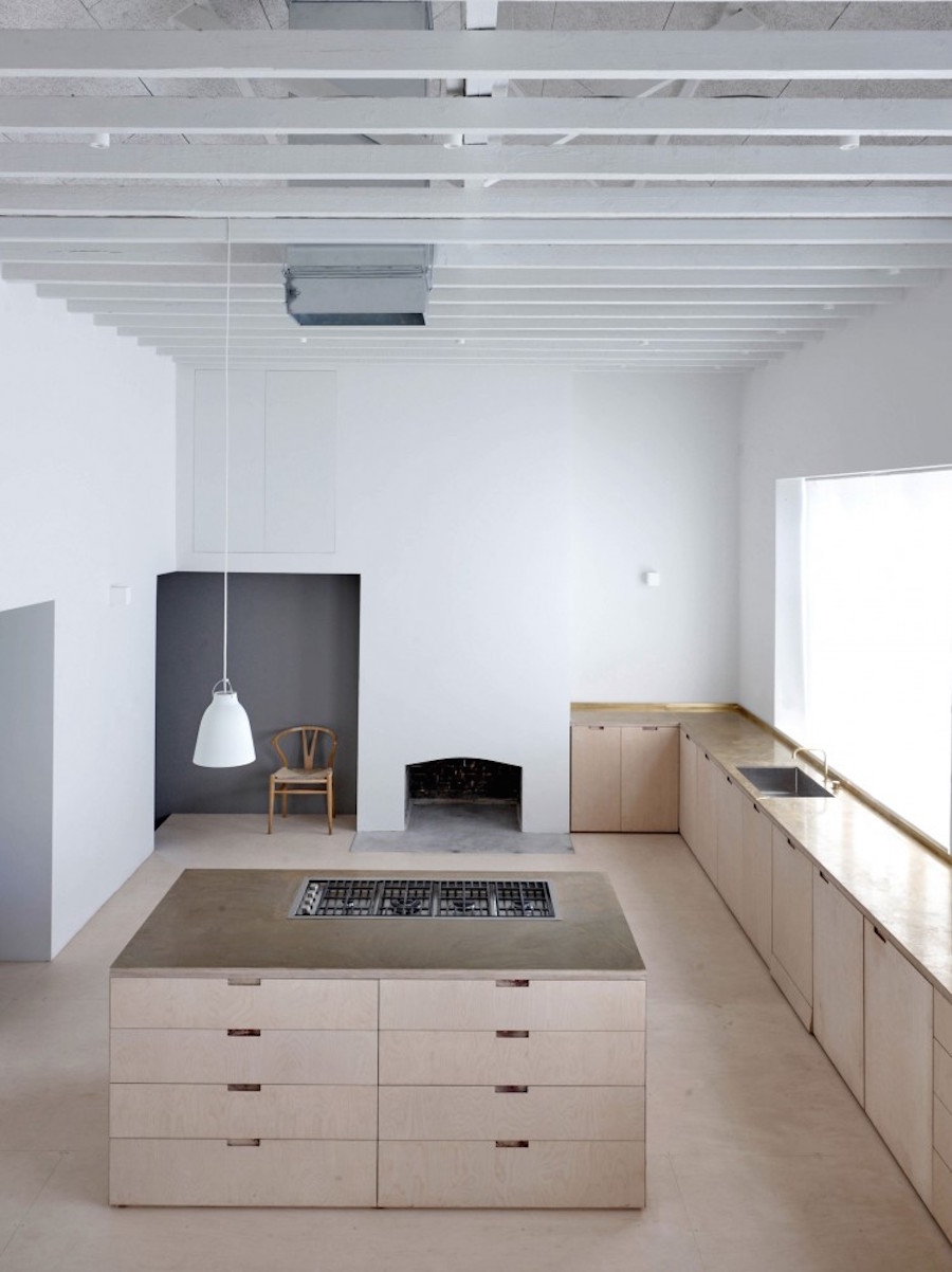 Clean industrial home by McLaren.Excell 4