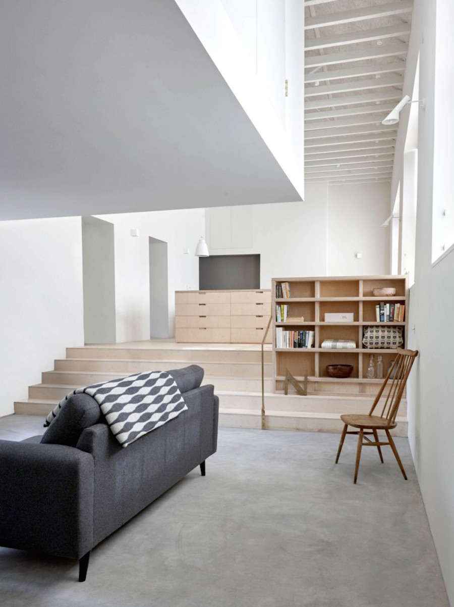 Clean industrial home by McLaren.Excell 5